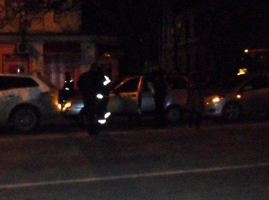 Дама за рулем «Тойоты» собрала в центре Симферополя «паровозик» (фото), фото-2