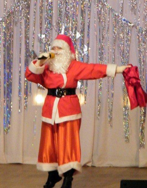 Развлекательная программа «Дед Мороз шагает по планете» собрала полный концертный  зал ДДЮТ  маленьких зрителей, фото-6