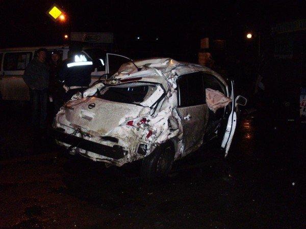 Ночью в Донецке водитель «Ниссана» протаранил дом и погиб (фото), фото-1
