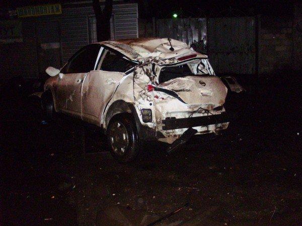 Ночью в Донецке водитель «Ниссана» протаранил дом и погиб (фото), фото-2
