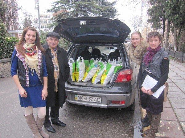 Ялтинская акция «Благотворительная корзина» собрала 31 новогодний подарок (ФОТО), фото-3