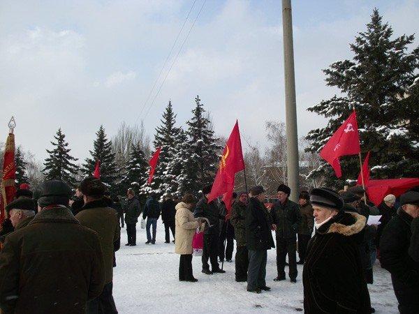 Коммунисты в Горловке ответили на шествие «Свободовцев» митингом и призвали «мочить» неонацистов, фото-1