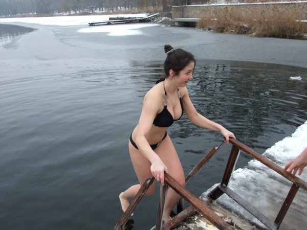 Дончане устроили массовое купание в ледяной крещенской купели (фото), фото-2