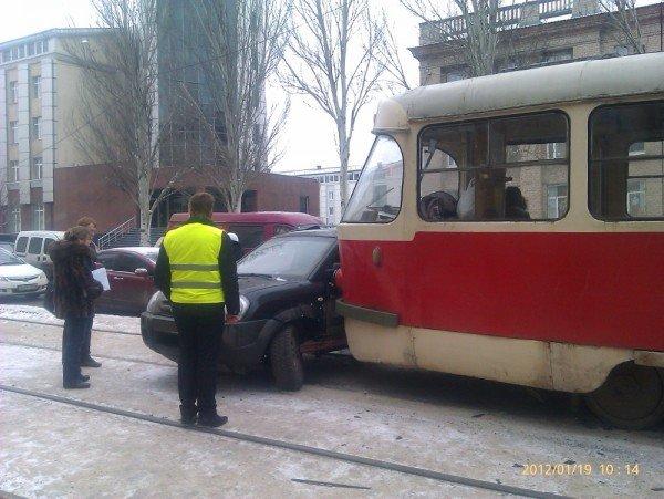 Трамваям и джипам становится все труднее уживаться на улицах Донецка (фото), фото-1
