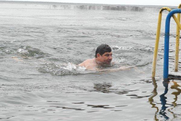 Мэр Кравченко искупался в озере «Восьмерка» (ФОТО), фото-2