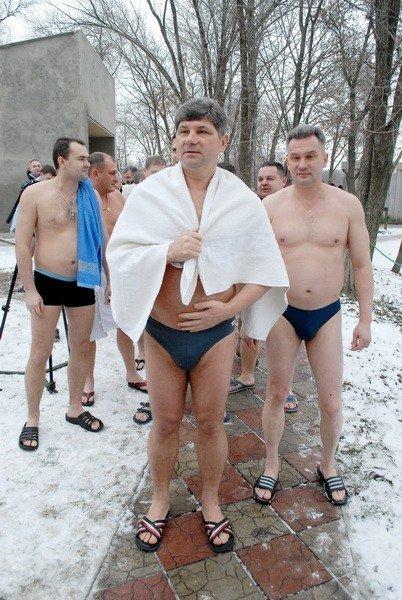 Мэр Кравченко искупался в озере «Восьмерка» (ФОТО), фото-1