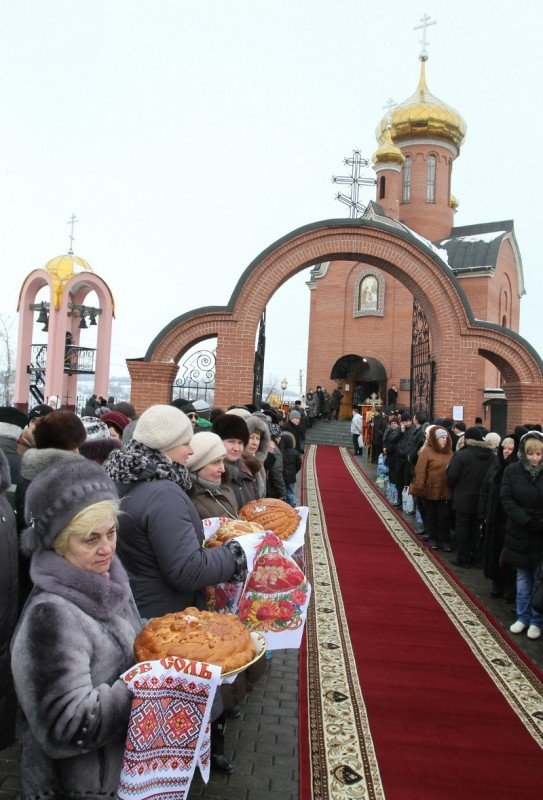 Донецкий губернатор и мэр так и не решились последовать примеру сотен донетчан и прыгнуть в ледяную прорубь (фото, видео), фото-1