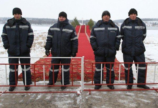 Донецкий губернатор и мэр так и не решились последовать примеру сотен донетчан и прыгнуть в ледяную прорубь (фото, видео), фото-2