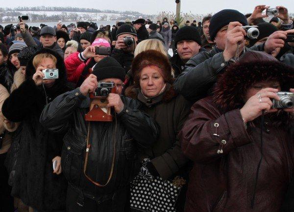 Донецкий губернатор и мэр так и не решились последовать примеру сотен донетчан и прыгнуть в ледяную прорубь (фото, видео), фото-5