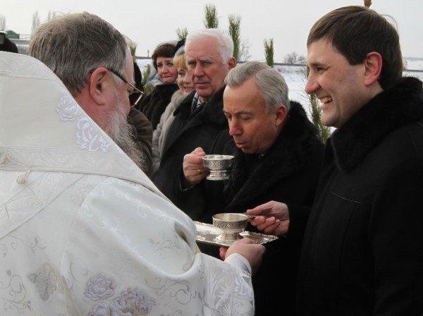 Донецкий губернатор и мэр так и не решились последовать примеру сотен донетчан и прыгнуть в ледяную прорубь (фото, видео), фото-8