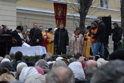 У центрі Львова для громади міста освятили дві тонни води, фото-5