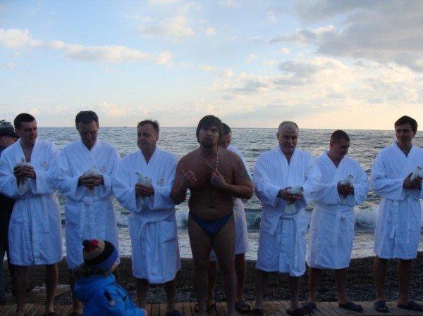 Боярчук с подчиненными отметили Крещение: помолились и искупались в море (ФОТО+ВИДЕО), фото-13