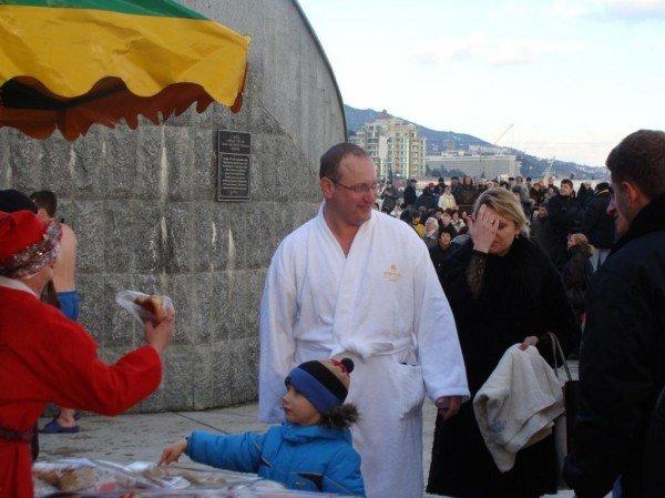 Боярчук с подчиненными отметили Крещение: помолились и искупались в море (ФОТО+ВИДЕО), фото-14