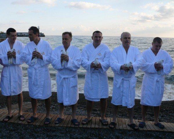 Ялтинцы отметили праздник Крещения Господнего (ФОТО), фото-4