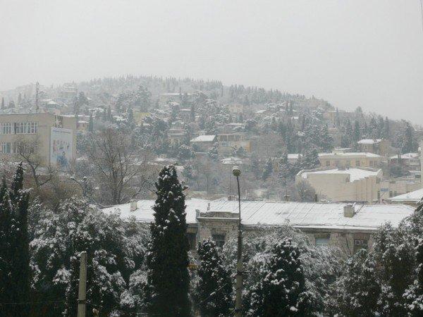 Из-за мощного снегопада все коммунальные службы Ялты работают в круглосуточном режиме (ШИКАРНЫЕ ФОТО+ВИДЕО), фото-1