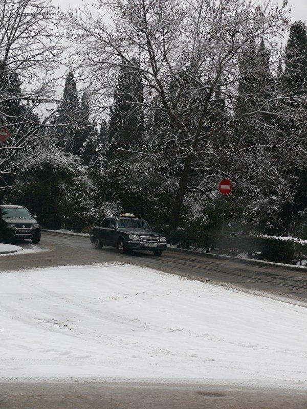 Из-за мощного снегопада все коммунальные службы Ялты работают в круглосуточном режиме (ШИКАРНЫЕ ФОТО+ВИДЕО), фото-5