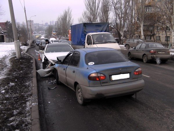 В Донецке «Ланос» на встречной протаранил «Хюндай» (фото), фото-1