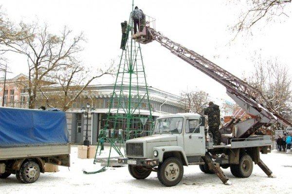 В Симферополе начали разбирать новогодние елки (фотофакт), фото-1