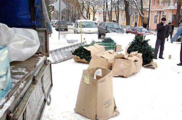 В Симферополе начали разбирать новогодние елки (фотофакт), фото-3