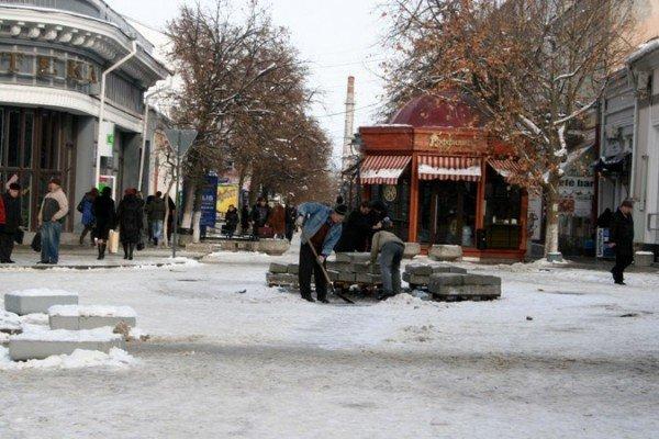В Симферополе начали разбирать новогодние елки (фотофакт), фото-4