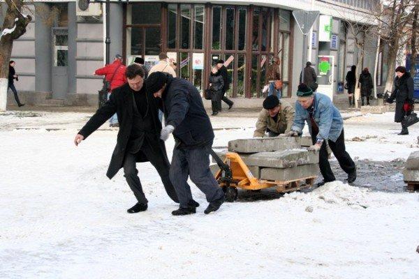 В Симферополе начали разбирать новогодние елки (фотофакт), фото-5
