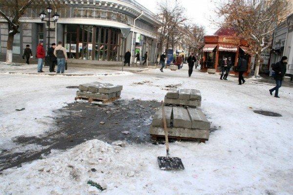 В Симферополе начали разбирать новогодние елки (фотофакт), фото-6