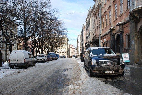 У Львові масово порушують правила паркування, фото-6