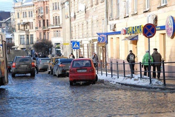 У Львові масово порушують правила паркування, фото-5