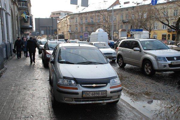 У Львові масово порушують правила паркування, фото-4