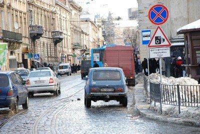 У Львові масово порушують правила паркування, фото-2