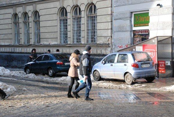 У Львові масово порушують правила паркування, фото-1