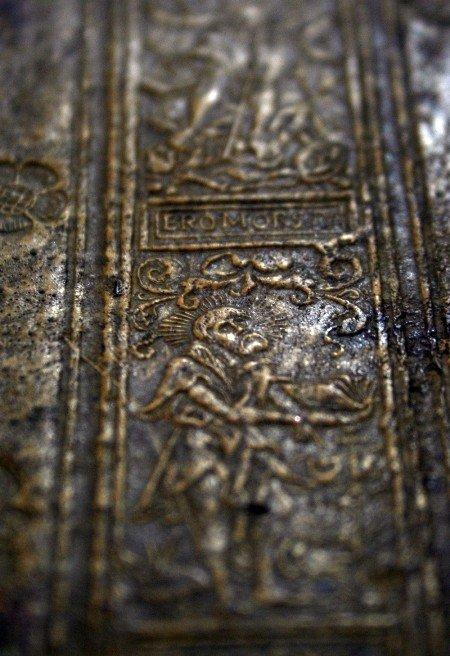 Симферопольской библиотеке передали книгу, которой более четырехсот лет (фото), фото-5
