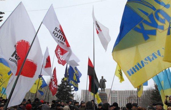 В День Соборности в Донецке подрались из-за «бандеровского» флага (фото, видео), фото-9