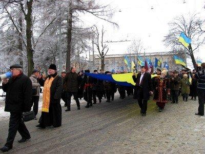 П'ять тисяч львів'ян утворили живий ланцюг від пам'ятників Бандері та Шевченкові, фото-1