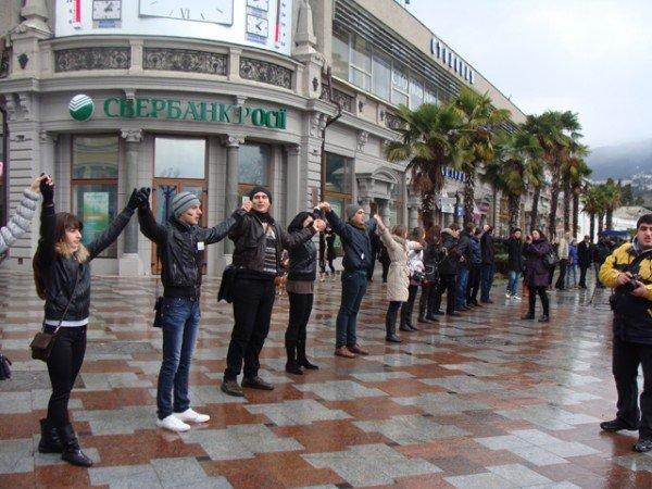 Ялте на набережной ко Дню Соборности собрали живую цепь (ФОТО), фото-2