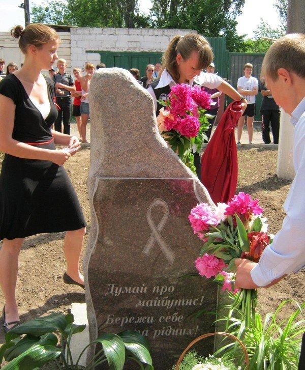 В Запорожской области «тимуровцы» копают огороды, обрезают ветки и всячески помогают пенсионерам (ФОТО), фото-3