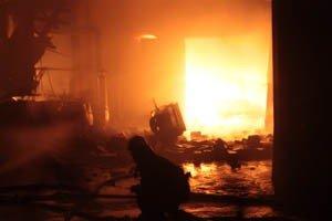 Растет число жертв пожара на донецкой табачной фабрике (фото, видео), фото-6