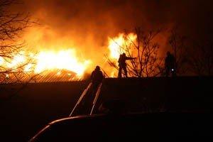 Растет число жертв пожара на донецкой табачной фабрике (фото, видео), фото-1