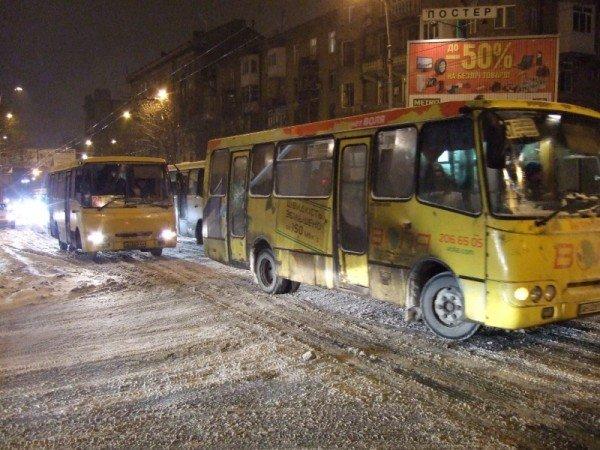 Снегопад парализовал движение в Донецке (фото), фото-5
