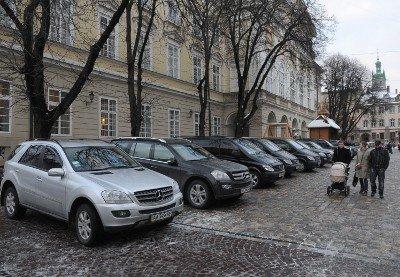 Авто із донецькими та київськими номерами припаркувались в центрі Львова. Без жодного погодження, фото-2