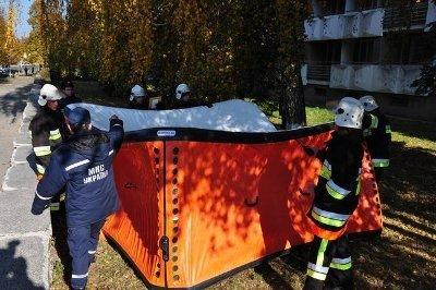 У Львівський університет МНС привезли унікальне рятувальне обладнання «Куб життя», фото-1