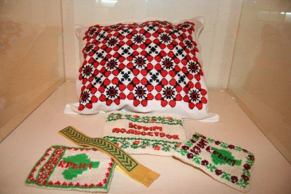 В Симферополе открылась выставка учеников знаменитой крымской вышивальщицы (фото), фото-10