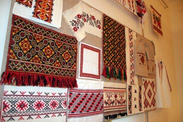 В Симферополе открылась выставка учеников знаменитой крымской вышивальщицы (фото), фото-2