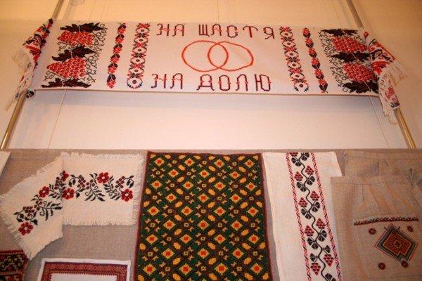 В Симферополе открылась выставка учеников знаменитой крымской вышивальщицы (фото), фото-3