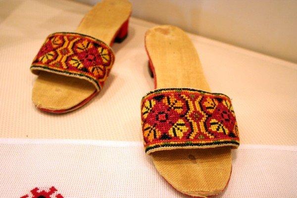 В Симферополе открылась выставка учеников знаменитой крымской вышивальщицы (фото), фото-6