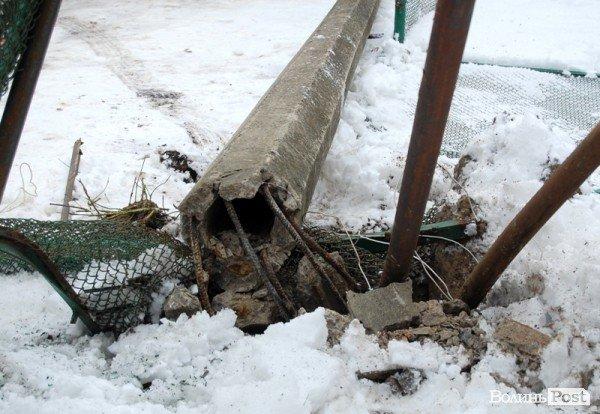 У Луцьку авто протаранило огорожу дитсадка (ФОТО), фото-9