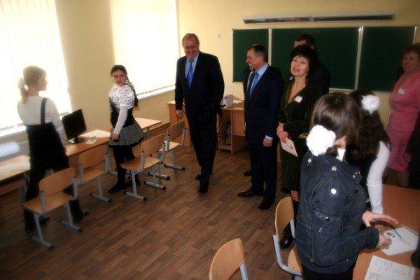 В пгт Ленино открыли школу за 75 миллионов (фото), фото-6