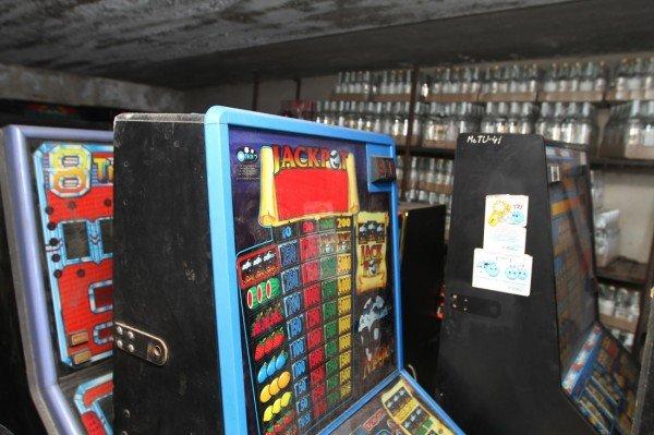 В Донецкой области за год милиция изъяла две тысячи игровых автоматов (фото), фото-2