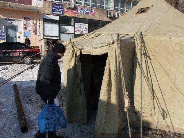 Донецкие бомжи смогут  отогреться  от лютых морозов в палатках МЧС (фото), фото-3