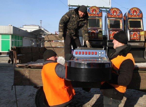 Журналисты помогли милиции «найти» зал игровых автоматов в центре Донецка (фото), фото-3